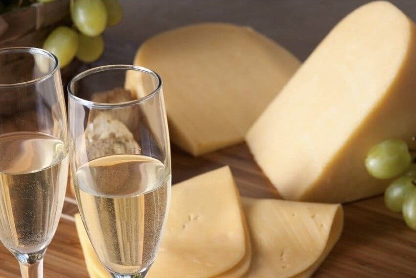 Sparking wine and cheese pairing