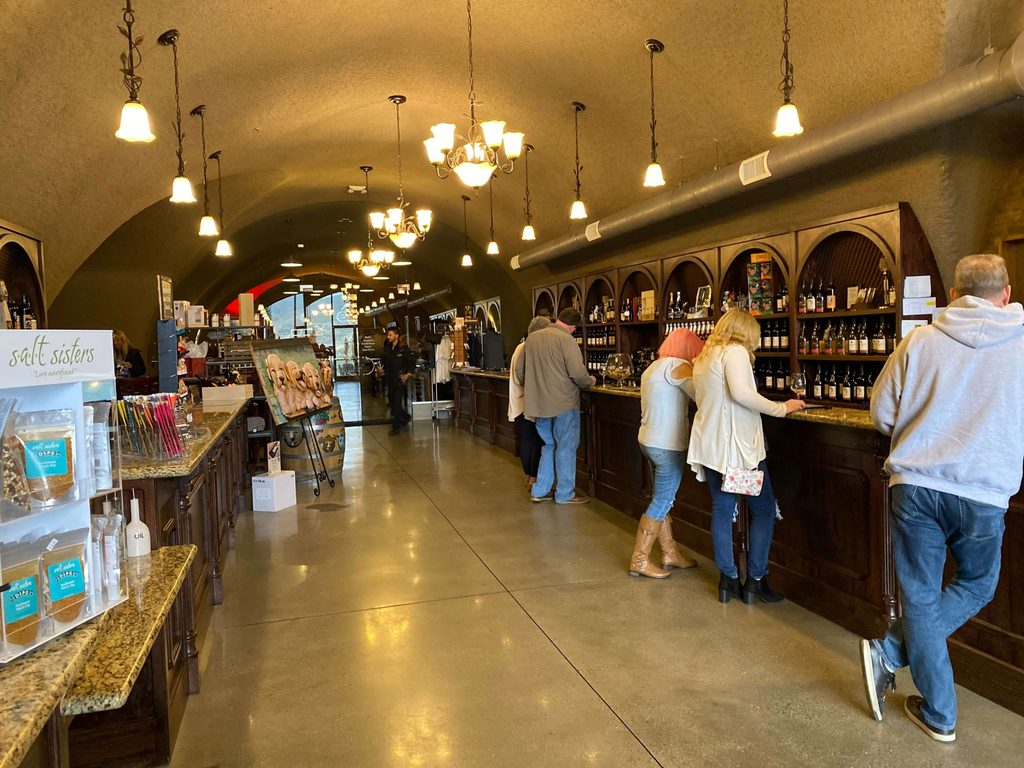 Oak Mountain Winery a place for members only to do their tasting