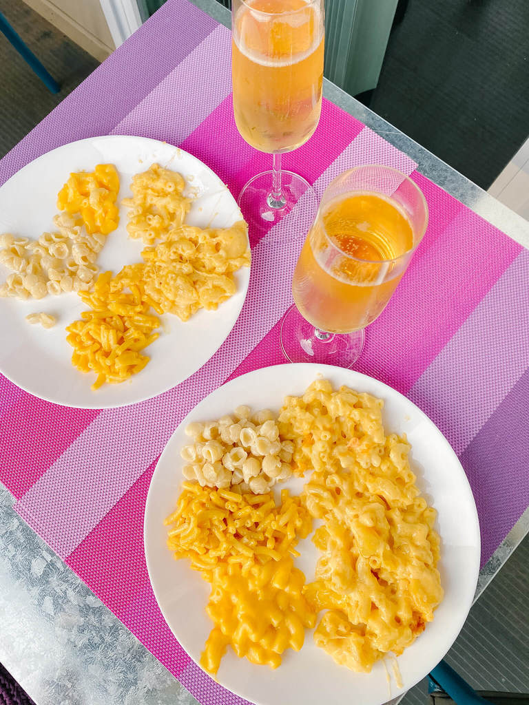 Mac and cheese and bubbly pairing