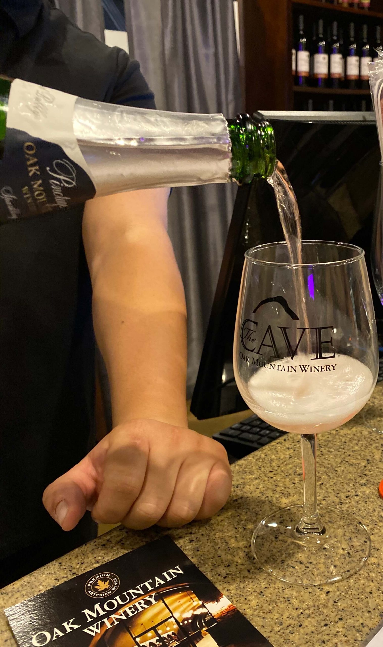 Oak Mountain Winery: 5 sparkling wines and a hidden cave!