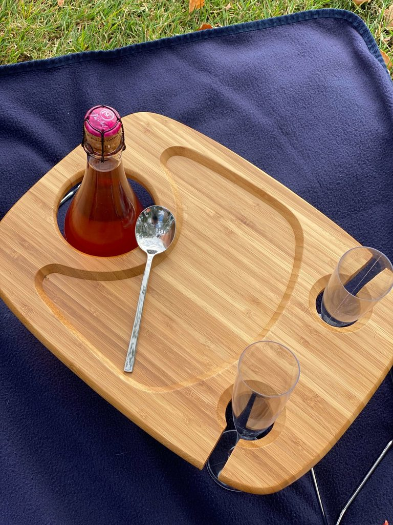 The perfect, easy to carry, bubbly picnic tray.