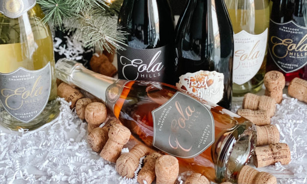 A Very Bubbly Holiday Bundle With 4 Sparkling And 2 Pinot Noir – Something Everyone Will Love