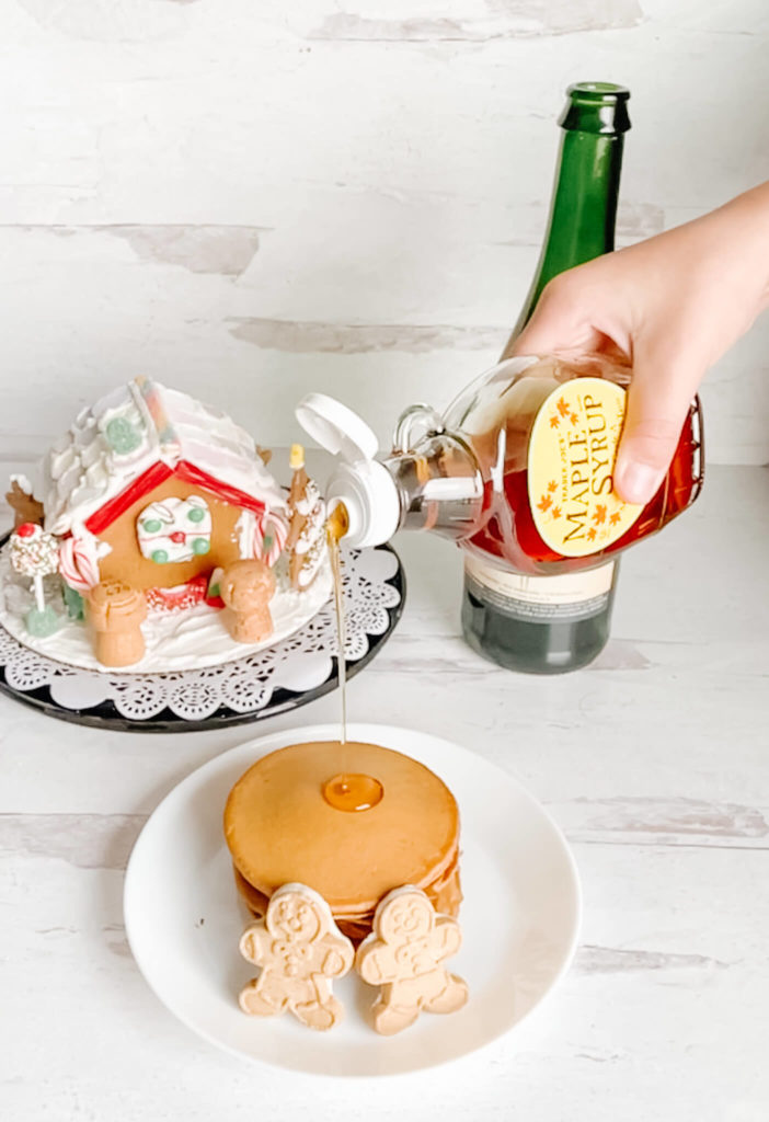 Bubbly gingerbread pancakes