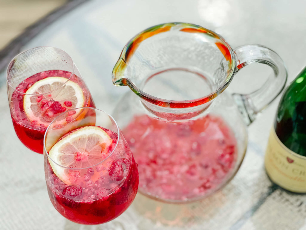 The perfect bubbly lemonade drink for a group!